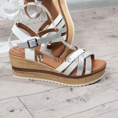Bielo-strieborné sandále